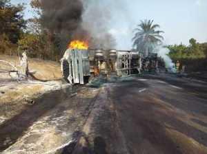 Good God! Driver Roasts to Death in Horrific Tanker Fire Along Benin-Auchi Okene Expressway (Photos)